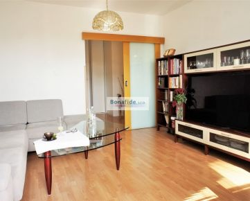 PREDAJ: Pekný zrekonštruovaný 3i byt, 68 m2, Jána Smreka, DNV, BA-IV