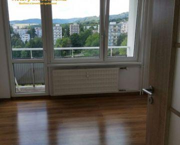 Predaj! Pekný a priestranný 2i byt s troma loggiami na ulici Šalgotarjanská Banská Bystrica