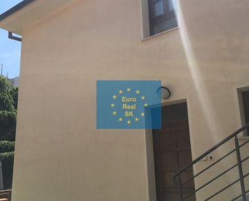 """""""Exkluzívne"""" Ponúkam na predaj 1 izb. byt v centre Košíc, Vrátna ulica, v objekte s 2 bytovými jednotkami."""