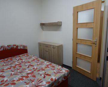 OBHLIADKA MOŽNÁ! Paušál! 395,- Eur, aj pre 2 osoby, vrátane E, služieb a internetu! Zariadený 1-izb. byt, 32 m², kuchyňa samostatná, v novostavbe na Trnavskej ceste v Ružinove
