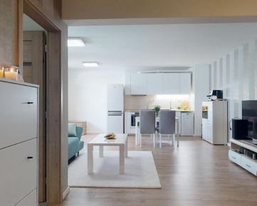 3D PREHLIADKA CELÉHO BYTU - Tiché bývanie v novostavbe priamo v historickom srdci mesta