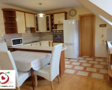 TRNAVA REALITY, s.r.o. - ponúka na prenájom krásny, veľký 3-izbový byt v centre mesta na Františkánskej ulici v Trnave.