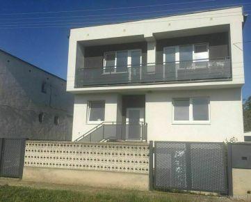 Dvojgeneračný rodinný dom v Sládkovičove, veľký pozemok, pešo do centra mesta