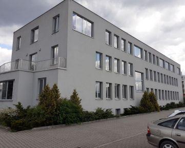 Reprezentativne kancel. priestory 65 m2 v širšom centre, vyhradené parkovanie