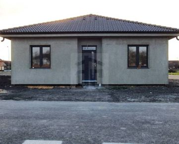 Direct Real - Výhodná ponuka: kvalitný 4-izb. RD v novej štvrti v Lehniciach, dokončenie 4/2021