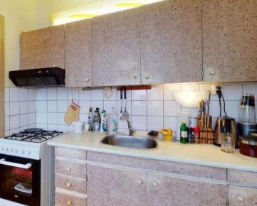 Ponúkame Vám na predaj 3 izbový byt Bratislava-Dúbravka,  Tranovského ulica