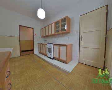 REZERVOVANÉ Priestranný 2-izbový byt v pôvodnom stave, obec Slovenská Ľupča