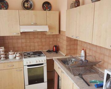 PBS - ++Čiastočne prerobený 3.-izbový byt s BALKÓNOM o výmere 70 m2, Jiráskova ulica++
