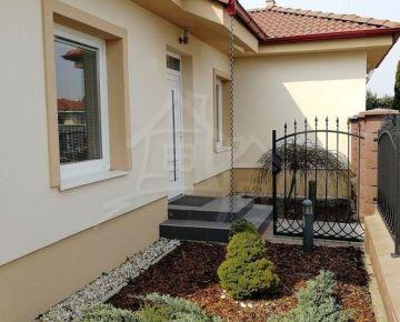 Novopostavený ihneď obývateľný dom v Hornej Potôni, 30 km od Bratislavy