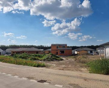 Pozemok s peknou výmerou a stavebným povolením Kamenný Mlyn.