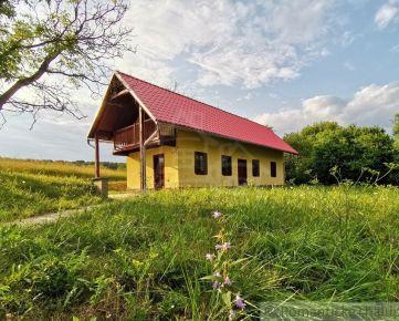 Kvalitne zrealizovaná novostavba vidieckeho domu v prekrásnom prostredí polosamoty v obci Bukovec na predaj.