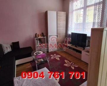 Na predaj 2 izbový tehlový byt na sídlisku