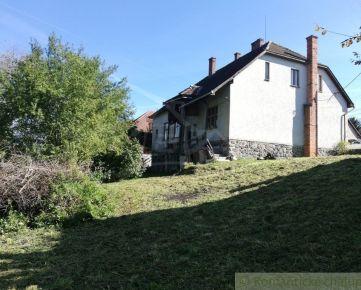 Veľký dom s krásnym pozemkom v obci Sklené