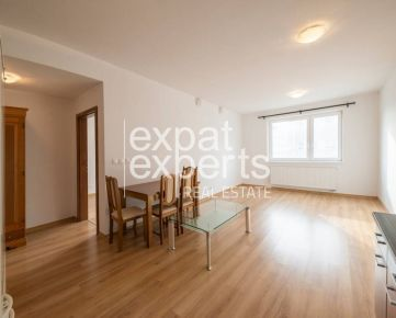 Priestranný, nezariadený 2i byt, 61m2 s lodžiou, možnosť parkovania