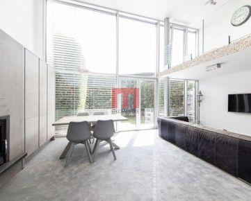 REZERVOVANÝ- Na predaj moderne zariadený 4 izbový dom v obľúbenej lokalite v krásnom prostredí vinohradov na Vavrineckej ulici