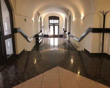 Administratívno-obchodná budova v centre mesta Banská Bystrica