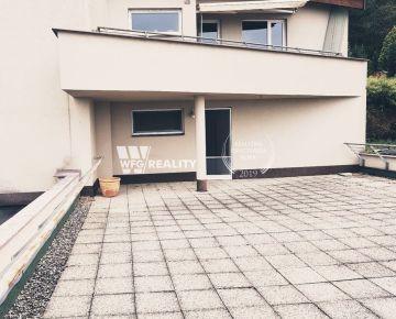 Byt apartmánového typu s terasou a záhradou