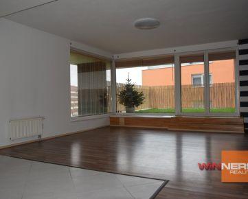 Exkluzívne na predaj 4i byt, veľká terasa z časti zatrávnená, Kresánkova ul.