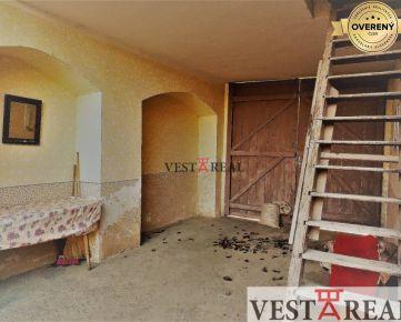 Na predaj starší rodinný dom s veľkým pozemkom v obci Horná Krupá
