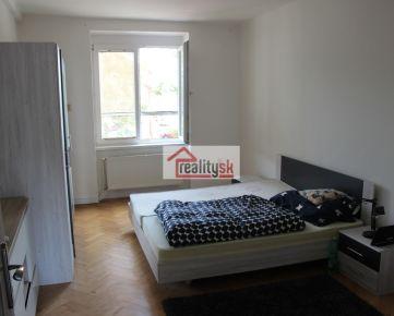 Prenájom 4 – izb priestraneho bytu v centre Nitry