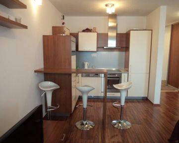 Ponúkame na prenájom 3 izbový slnečný byt s parkovacím miestom, na Prešovskej ulici, lokalita Ružinov, v novostavbe polyfunkčného domu Eden park.