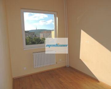 Nadštandardný rekonštruovaný byt v tehlovom dome blízko centra, samostatné izby, voľný od 1.júla