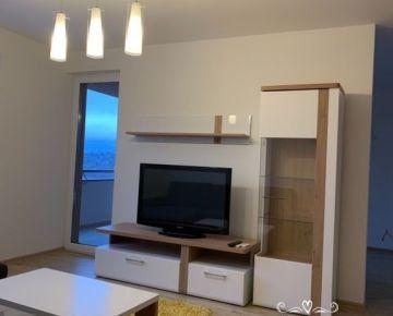Na prenájom novostavba 2 izb byt kompletne zariadený na ul. Za Liptovskou v Trenčíne .