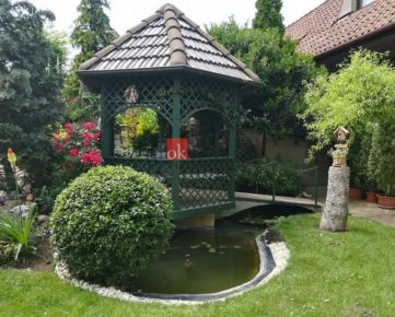 Rodinný dom Šenkvice na predaj - zaujímavé riešenie s množstvom zákutí na oddych či domáce práce. Treba vidieť!
