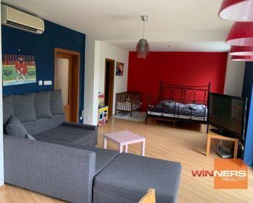 Výhradne – iba u nás ponúkame na predaj 2 izbový byt v tichej oblasti obci Chmiňany