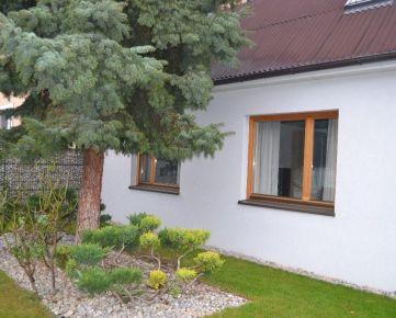 VOĽNÝ IHNEĎ 3 izbový byt s predzáhradkou a terasou v rodinnom dome v Podunajských Biskupiciach