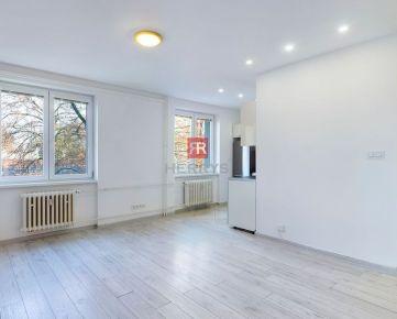 HERRYS - Na predaj kompletne zrekonštruovaný menší 3izbový byt v tehlovej zateplenej bytovke na Ostredkoch