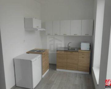 Direct Real - Nový, štýlový 2-izbový byt v centre obce Dvorníky.