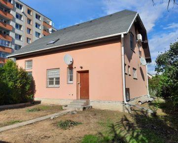 3.generačný rodinný dom vo vynikajúcej lokalite na Korytnickej ulici