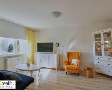 Pekne zrekonštruovaný 2 izbový byt s lodžiou vo výbornej lokalite na Špačinskej ulici neďaleko centra