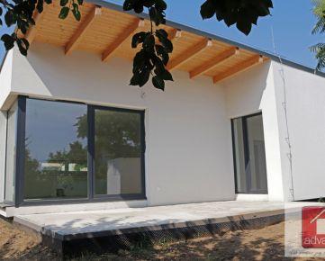 Veľký Biel. Bývajte v uzavretom rezidenčnom areáli. Ideálne pre rodinné bývanie., 4-IZB. RD – NOVOSTAVBA – MODERNÁ ARCHITEKTÚRA.