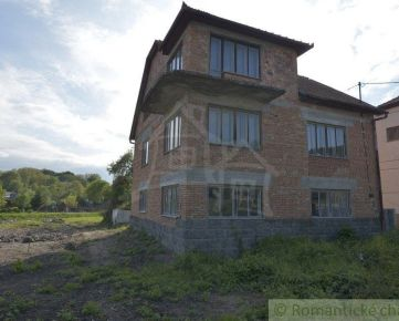 Rozostavaný trojpodlažný dom Vinica - znížená cena