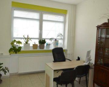 Maxfinreal Kancelárie na prízemí