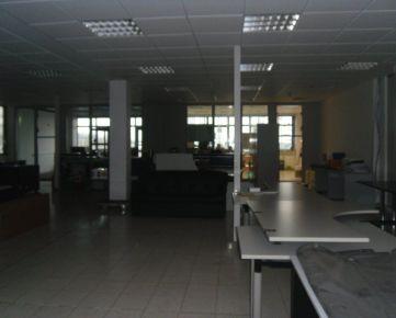 Na prenájom obchodné/administratívne/skladové priestory s parkovaním