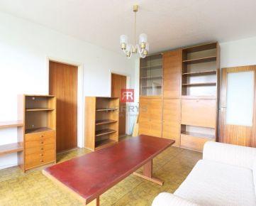 HERRYS - Na predaj 2,5 izbový byt v pôvodnom stave s priestrannou loggiou v krásnom prostredí Dúbravky