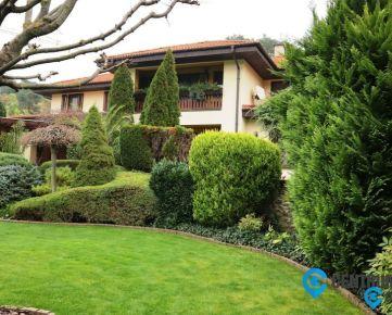 Predaj: priestranná rodinná vila s veľkým pozemkom v tichom prostredí,  Bratislava – Líščie údolie
