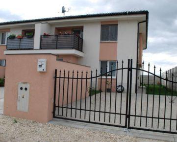 Veľký 3 izbový byt v okrese Galanta 90m2 s terasou Tomášikovo. CENA: 75 000,00 EUR