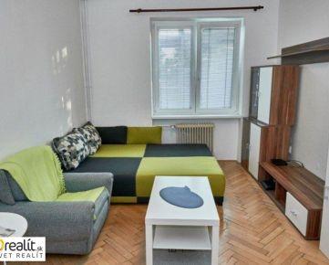 Rezervované / Slnečný 1 izbový byt takmer v centra mesta a pár krokov od City Arény