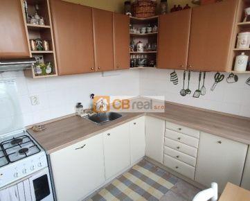 Predaj 2 izbového zariadeného bytu s lodžiou na začiatku Petržalky. Mamateyova ulica