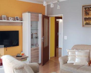 Ponúkame Vám na predaj 4-izbový byt na sídlisku  Juh, na ulici Jana Halašu o rozlohe 77 m2, na 2 poschodí z 3.