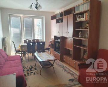 PRENÁJOM – 2 izb. byt, zariadený, cena vrátaní energií a garáže, Stavbárska ul.