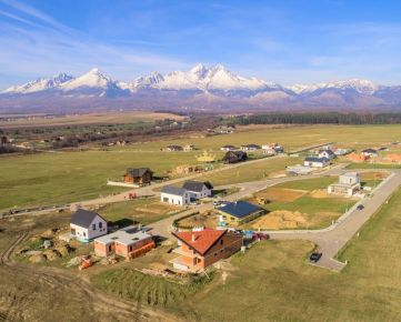 VEĽKÁ LOMNICA - stavebný pozemok - krásny výhľad na Tatry a golf