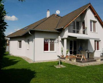 LEXXUS-PREDAJ novostavba RD 15 km od BA, krásne prostredie, Dunaj