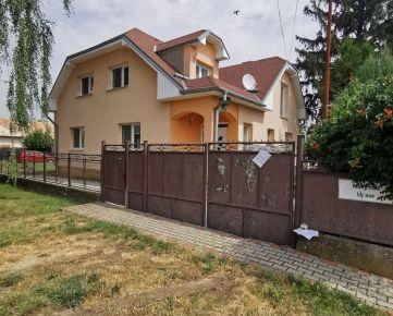 Dražba dvoch bytov v rodinnom dome, Trnovec nad Váhom - len 6 km od Šale