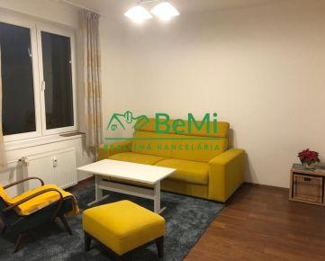 Na prenájom priestranný 2i byt s balkónom (015-212-LIBEa)