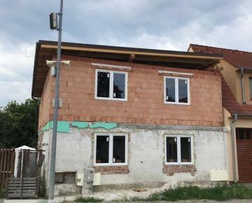 Rozostavaný rodinný dom v Slovenskom Grobe